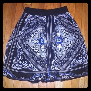 WHBM beautiful skirt size 0 floral fit and flare